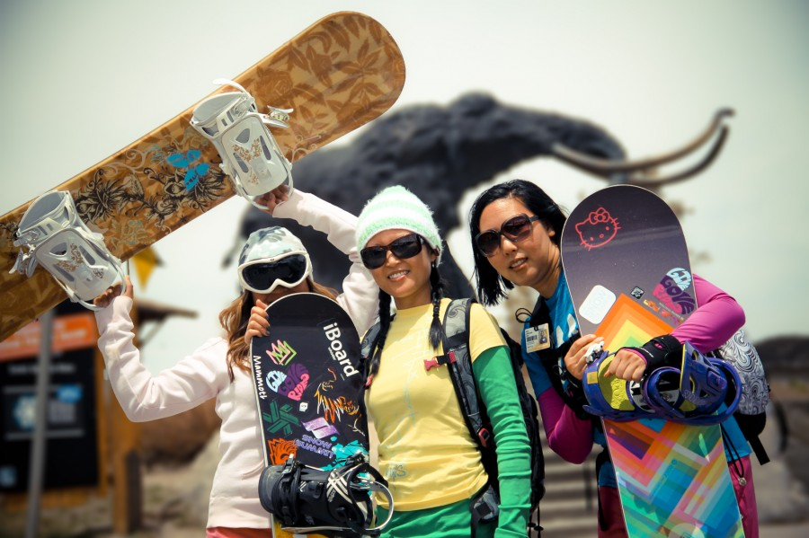 girls-with-snowboard
